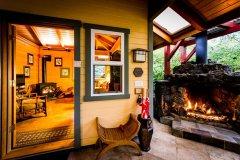 lanai_fireplace